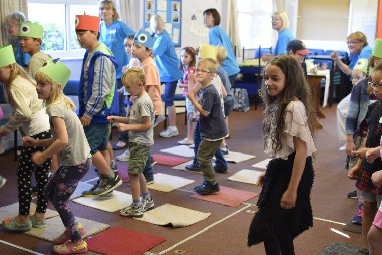 Holiday Club 2016 - Song and dance