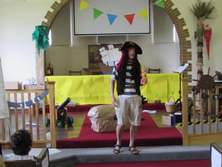 Holiday Club 2019 - One pirate and two parrots
